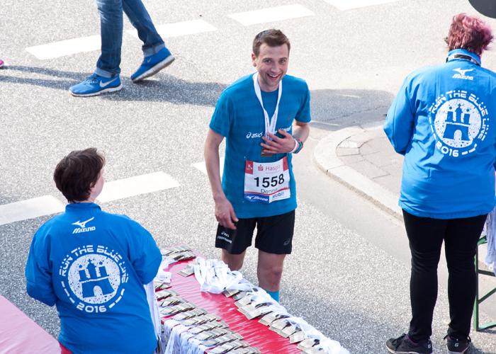 Die Medaille für den erfolgreichen Marathon beim Haspa Marathon Hamburg