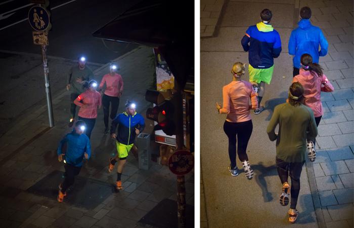 Läufer laufen durch die Innenstadt von München im Dunkeln und tragen Reflektoren und Stirnlampen