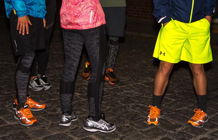 Hosen und Schuhe die reflektieren damit man beim Laufen im Dunklen besser gesehen wird