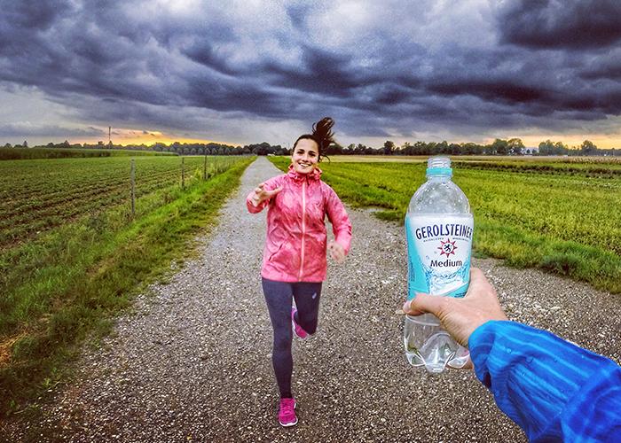 Mineralwasser trinken