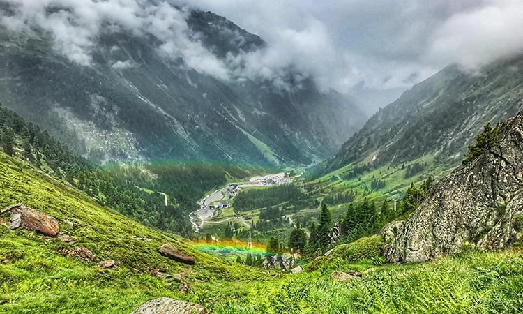 Regenbogen Stubaier Gletscher nach Regen und Sonne