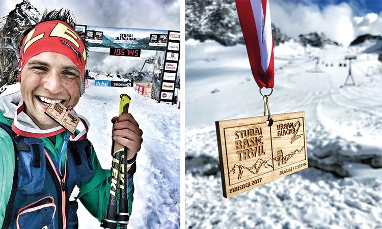 An der Jochdohle vom Stubaier Gletscher angekommen. Die Medaille in der Hand. Es liegt Schnee