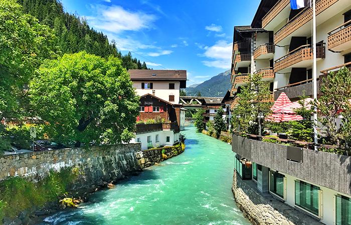 Davos Klosters, Kanton Graubünden in der Schweiz, Fluß