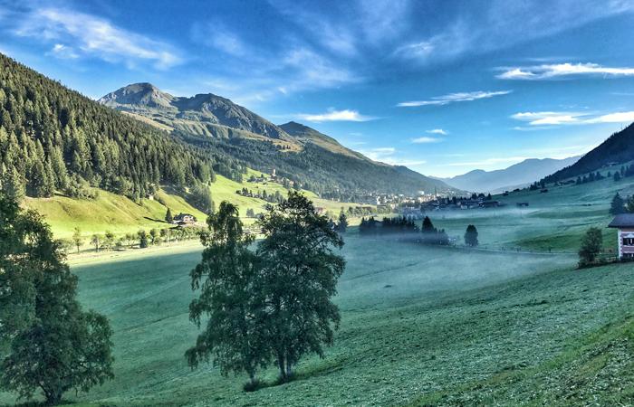 Von Davos nach Filisur, Alpenpanorma am Morgen