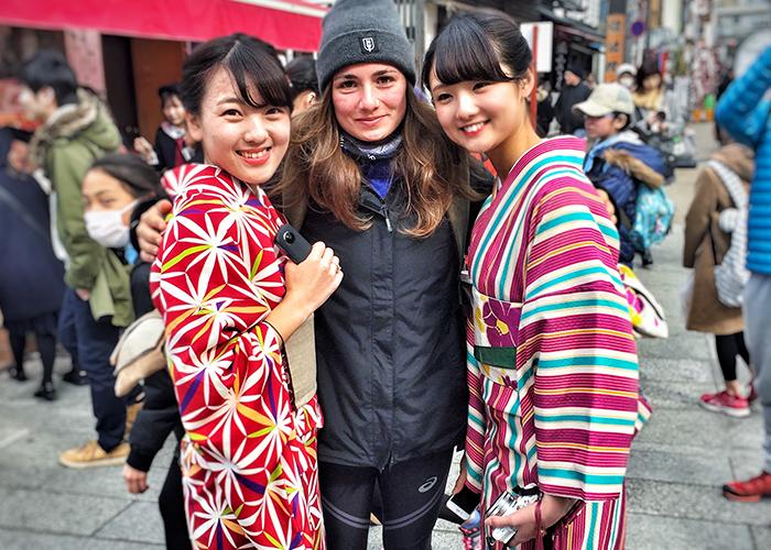 Jahresrückblick 2017: In Tokyo mit zwei Japanerinnen, die traditionelle Kleidung tragen