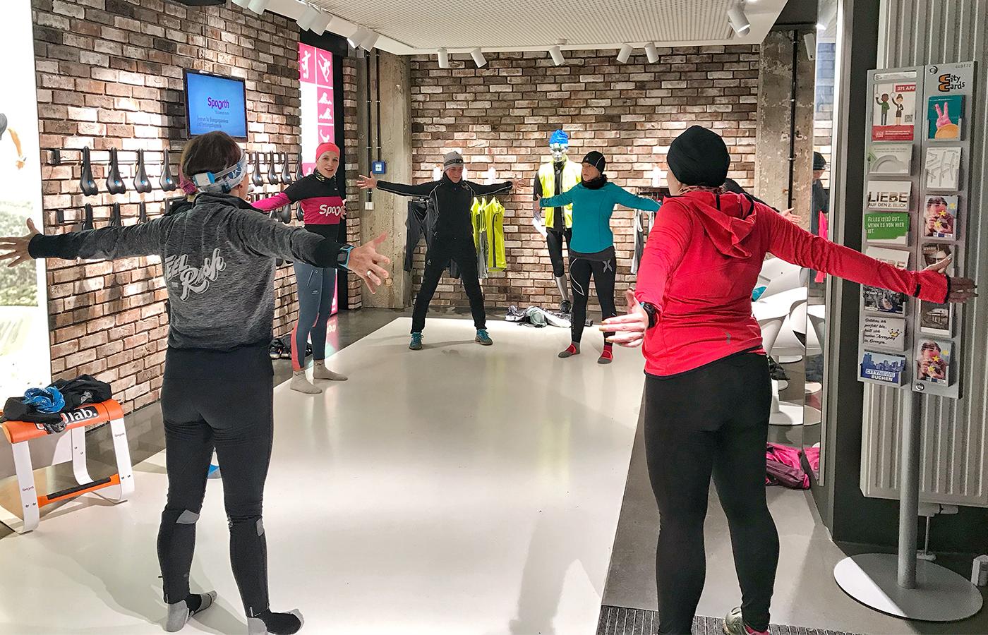 Stabi-Übungen, Lauf-ABC, Steigerungsläufe und Dehnungen gehören mit zum Programm des Lauftreffs für Frauen.