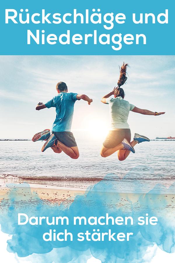 Rückschläge und Niederlagen im Sport. Wie du mit Rückschlägen umgehst. Springende Paar am Strand in Limassol, Zypern. Sonnenaufgang