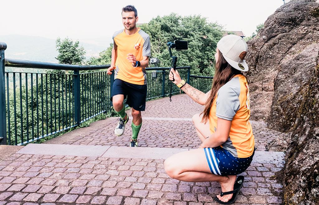 Wartburg in Eisenach, Läufer filmen, Gimbal im Einsatz beim Filmen mit dem Smartphone