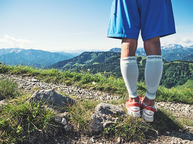 Kompressionsstrümpfe Laufen, Kompressionssocken Sport, Trailrunning, Beine mit Kompression Sleeves