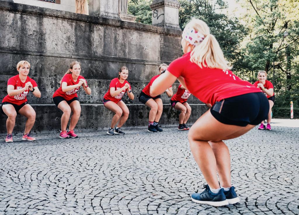 HIIT, Kraftübungen, Frauen beim Sport, Marathon