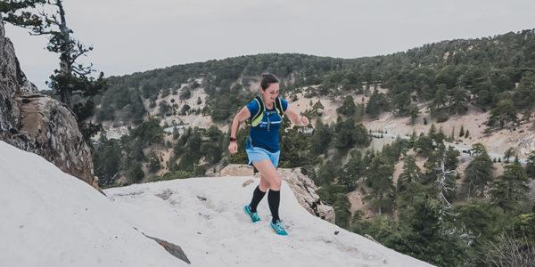 Trailrunning, Laufen in Zypern, Laufrucksack, Trinkrucksack, Laufen im Schnee, Trails, Frau läuft Trails, Zypern laufen